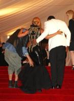 Jay Z, Beyonce Knowles - New York - 02-05-2011 - Il Metropolitan Museum rende omaggio allo stilista Alexander McQueen durante l'annuale Costume Institute Gala Benefit
