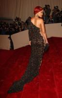 Rihanna - New York - 02-05-2011 - Il Metropolitan Museum rende omaggio allo stilista Alexander McQueen durante l'annuale Costume Institute Gala Benefit