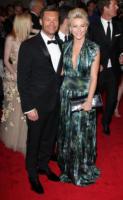 Julianne Hough, Ryan Seacrest - New York - 02-05-2011 - Il Metropolitan Museum rende omaggio allo stilista Alexander McQueen durante l'annuale Costume Institute Gala Benefit