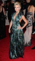 Julianne Hough - New York - 02-05-2011 - Il Metropolitan Museum rende omaggio allo stilista Alexander McQueen durante l'annuale Costume Institute Gala Benefit
