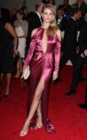 Rosie Huntington-Whiteley - New York - 02-05-2011 - Il Metropolitan Museum rende omaggio allo stilista Alexander McQueen durante l'annuale Costume Institute Gala Benefit