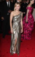 Kristen Bell - New York - 02-05-2011 - Il Metropolitan Museum rende omaggio allo stilista Alexander McQueen durante l'annuale Costume Institute Gala Benefit