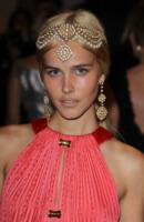 Isabel Lucas - New York - 02-05-2011 - Il Metropolitan Museum rende omaggio allo stilista Alexander McQueen durante l'annuale Costume Institute Gala Benefit