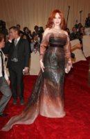 Christina Hendricks - New York - 02-05-2011 - Il Metropolitan Museum rende omaggio allo stilista Alexander McQueen durante l'annuale Costume Institute Gala Benefit