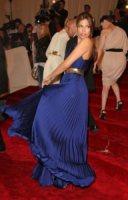 Eva Mendes - New York - 02-05-2011 - Il Metropolitan Museum rende omaggio allo stilista Alexander McQueen durante l'annuale Costume Institute Gala Benefit