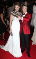 Dee Occlepo Hilfiger, Tommy Hilfiger - New York - 02-05-2011 - Il Metropolitan Museum rende omaggio allo stilista Alexander McQueen durante l'annuale Costume Institute Gala Benefit