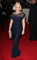Amy Poehler - New York - 02-05-2011 - Il Metropolitan Museum rende omaggio allo stilista Alexander McQueen durante l'annuale Costume Institute Gala Benefit
