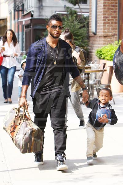 Usher - New York - 02-05-2011 - Usher al pronto soccorso dopo che il figlio rischia di annegare