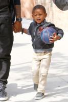 Usher - New York - 02-05-2011 - Il figlio di Usher in ospedale: ha rischiato di annegare