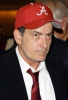 Charlie Sheen - Los Angeles - 05-05-2011 - Charlie Sheen torna in pista e abbraccia Ashton Kutcher