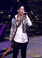 Prince - 18-12-2010 - Prince bandisce Whitney Houston dai suoi concerti