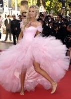 Adriana Karembeu - Cannes - 17-05-2011 - Cannes 2018: Kristen come Julia, piedi nudi sul red carpet