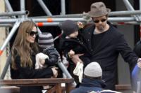 Vivienne Jolie Pitt, Shiloh Jolie Pitt, Knox Leon Jolie Pitt, Angelina Jolie, Brad Pitt - Venezia - 03-03-2010 - Jolie-Pitt: nuovo accordo per l'estate sulla custodia dei figli