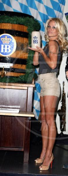 Pamela Anderson - 05-10-2007 - Camilla di Cornovaglia, in vino veritas?