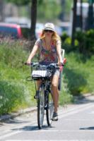 Naomi Watts - New York - 25-05-2011 -  Dove vai se la bicicletta, trendy, non ce l'hai?