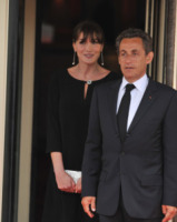Nicolas Sarkozy, Carla Bruni - Deauville - 27-05-2011 - Sarkozy deriso dai media. Notate nulla in questo scatto?