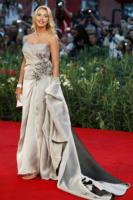 Valeria Marini - Milano - 23-12-2010 - Valeria Marini si sposa