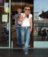 Hilary Duff - West Hollywood - 12-04-2004 - Il jeans: 140 anni e non sentirli. Da James Dean a Rihanna