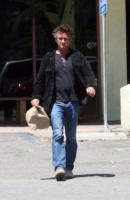 Sean Penn - Malibu - 30-05-2011 - Sean Penn continua il tour umanitario del Nord Africa