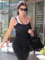 Kim Kardashian - Los Angeles - 02-06-2011 - Il lato b di Kim Kardashian e' lievitato