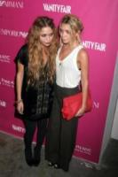 Mary-Kate Olsen, Ashley Olsen - New York - 23-05-2006 - Mary-kate e Ashley Olsen, le regole della buona tavola