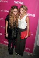 Mary-Kate Olsen, Ashley Olsen - New York - 23-05-2006 - Mary-kate e Ashley Olsen, le regole della buona tavola