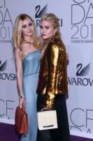 Mary-Kate Olsen, Ashley Olsen - New York - 06-06-2011 - Le gemelle Olsen stufe dell'attenzione dei paparazzi