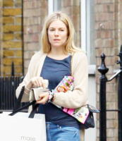 "Sienna Miller - Londra - 07-06-2011 - Sienna Miller chiede aiuto ai potenti: ""Salvate i bambini africani"""