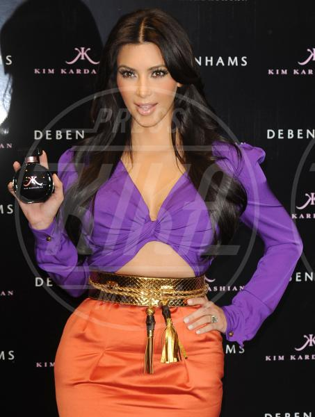 Kim Kardashian - Londra - 08-06-2011 - Profumo di star: Katy Perry comanda la fila