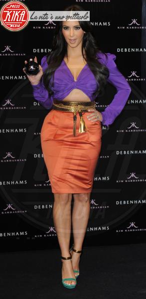 Kim Kardashian - Londra - 08-06-2011 - Viola o arancione? È questo il dilemma… per Halloween!