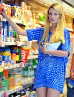 Mischa Barton - Londra - 08-06-2011 - Star come noi: la vita reale è fatta di commissioni