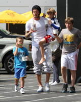 "Cruz Beckham, Brooklyn Beckham, David Beckham, Romeo - Beverly Hills - 10-06-2011 - David Beckham parla dei figli a Men's Health: ""Sono competitivi come me e Victoria"""