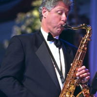 Bill Clinton - Star come noi: le celebrità se le suonano!