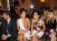 Freida Pinto, Eva Mendes - New York - 28-06-2011 - Parata di stelle ed eleganza alla sfilata newyorkese Salvatore Ferragamo