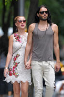 "Katy Perry, Russell Brand - New York - 01-07-2011 - Katy Perry incinta? ""Hell, no"""