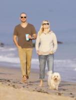 "Jim Toth, Reese Witherspoon - Malibu - 02-07-2011 - Reese Witherspoon ""salvata"" da Jim Toth al primo incontro"
