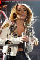 """Miley Cyrus - Perth - 03-07-2011 - Miley Cyrus nega di fare uso di marijuana: """"Scherzavo"""""""