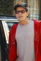 Charlie Sheen - Los Angeles - 05-07-2011 - Charlie Sheen in tv con Anger Management