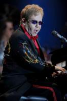 Elton John - Istanbul - 05-07-2011 - Il commovente messaggio di Elton John per la morte della mamma