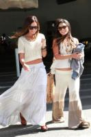 Ashley Tisdale, Vanessa Hudgens - Los Angeles - 04-05-2011 - Ashley Tisdale e Vanessa Hudgens si tatuano insieme