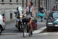 Nina Senicar - Milano - 13-07-2011 -  Dove vai se la bicicletta, trendy, non ce l'hai?