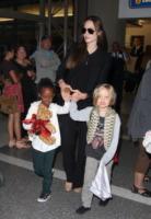 Shiloh Jolie Pitt, Zahara Jolie Pitt, Angelina Jolie - Los Angeles - 13-07-2011 - Buon compleanno a Shiloh, la figlia dei Brangelina