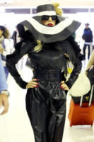 Lady Gaga - Sydney - 14-07-2011 - Vestiti scomodi e dove trovarli: seguite Kim Kardashian!