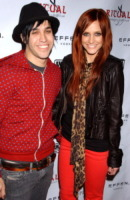 Pete Wentz, Ashlee Simpson - Los Angeles - 22-02-2011 - Pete Wentz allo scoperto con Meagan Camper