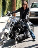 Steven Tyler - Los Angeles - 24-07-2011 - Steven Tyler rovina l'inno americano a un incontro di football