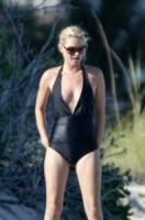 Kate Moss - Londra - 27-07-2007 - Spaggia: l'alternativa al bikini. Costume intero o trikini?