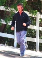 Sean Penn - Malibu - 31-05-2011 - Sean Penn continua il tour umanitario del Nord Africa
