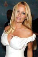 Pamela Anderson - Hollywood - 28-07-2011 - Pamela Anderson, compie 50 anni la bagnina più sexy del mondo