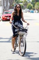 Rosario Dawson - Venice Beach - 30-07-2011 -  Dove vai se la bicicletta, trendy, non ce l'hai?