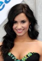 Demi Lovato - Hollywood - 17-04-2010 - Essere bionda o essere mora? Questo è il dilemma!